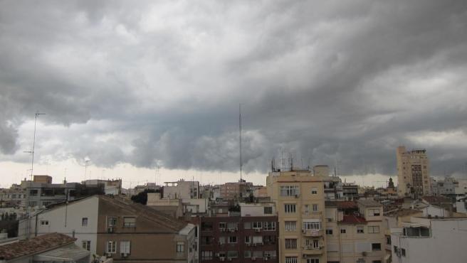 Nubes sobre un municipio de Valencia.
