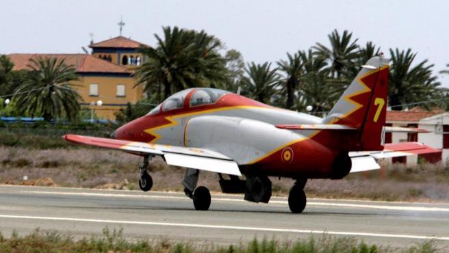 El avión CASA C-101 de la Academia General del Aire (AGA) con el que se ha estrellado el instructor de vuelo de la Academia de San Javier, en La Manga.