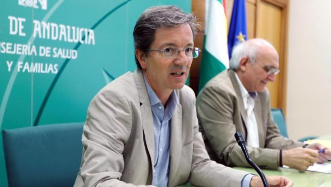 Miguel Cisneros en una comparecencia de la Consejería de Salud de la Junta de Andalucía sobre el brote de Listeriosis.