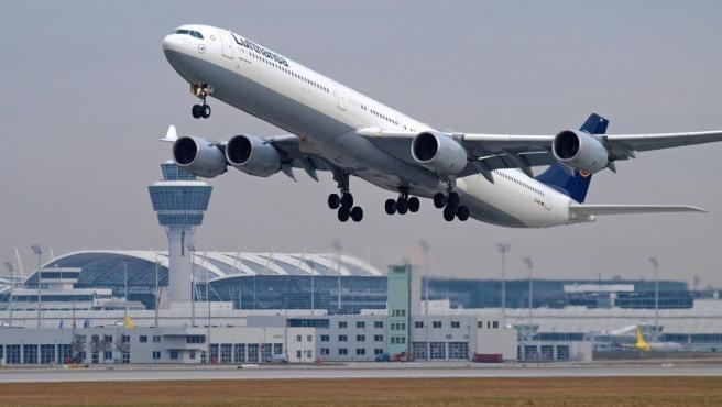 Imagen de un avión de la aerolínea alemana Lufthansa.