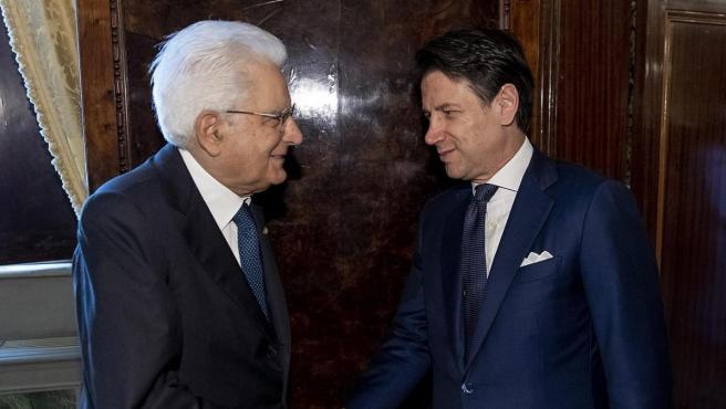 Giuseppe Conte, junto al presidente de Italia, Sergio Mattarella.