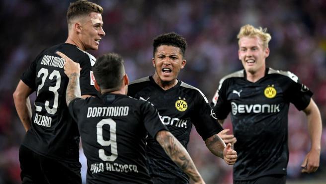 Los jugadores del Borussia Dortmund celebran un gol.