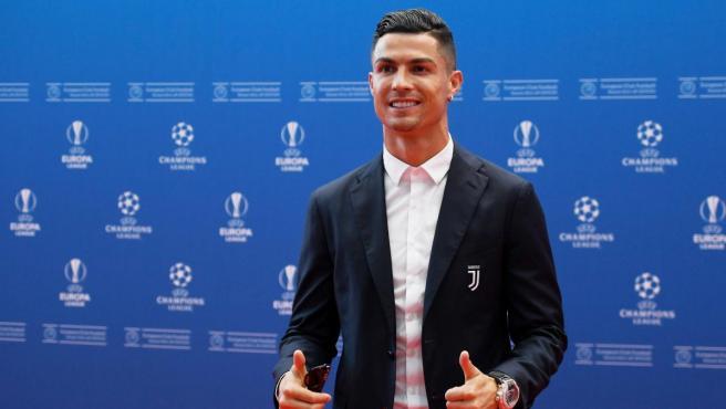 Cristiano Ronaldo, en la alfombra roja de la gala de la UEFA del sorteo de la fase de grupos de Champions.