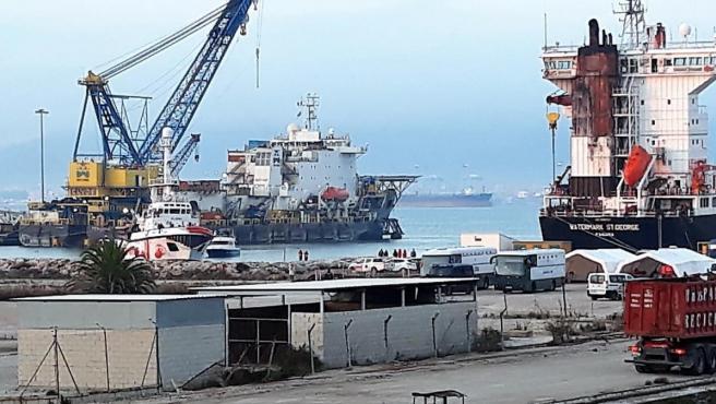 El Open Arms llegando al puerto de Crinavis en San Roque (Cádiz).