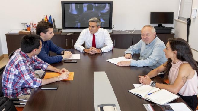 El vicepresidente regional, Pablo Zuloaga, se reúne con la Unión de Estudiantes de Cantabria