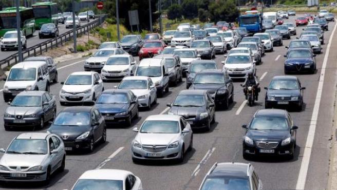 Tráfico en la Nacional I, carretera de Burgos, en sentido salida de Madrid, durante la primera operación salida de 2018.