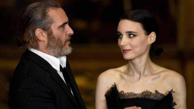Joaquin Phoenix y Rooney Mara en Venecia son tu amor de verano