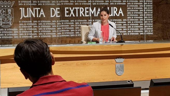 Isabel Gil Rosiña en rueda de prensa