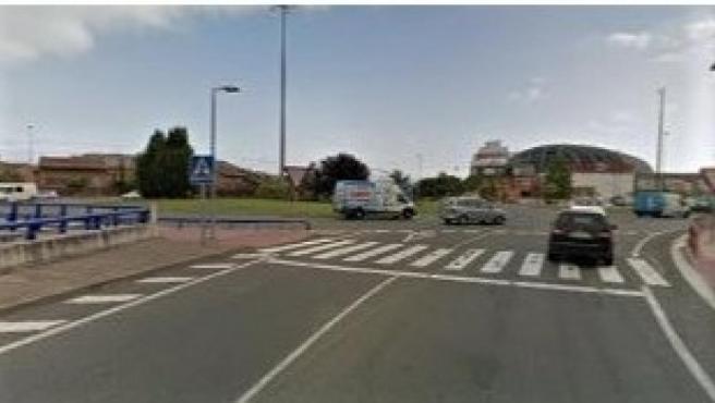 El Ayuntamiento implantará desde el viernes medidas para mejorar la seguridad vial en los pasos de peatones de la rotonda de Los Lirios, mientras vuelve a valorar la oportunidad de construir la pasarela peatonal.