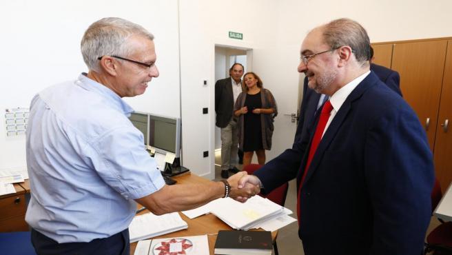 El presidente del Gobierno de Aragón, Javier Lambán, ha visitado la D.O. Jamón de Teruel.