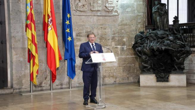 Puig atiende a los medios tras reunirse con el presidente de la Diputación de Castellón, José Martí