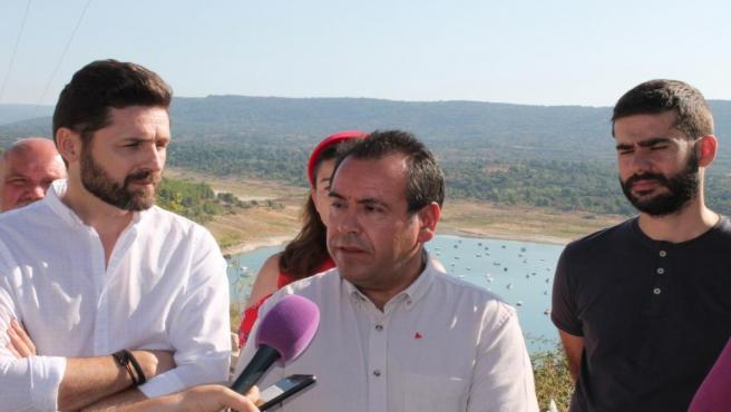El coordinador regional de IU en C-LM, Juan Ramón Crespo, en Sacedón