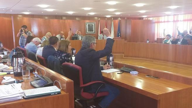 Votación en el salón de Plenos del Ayuntamiento de Vigo