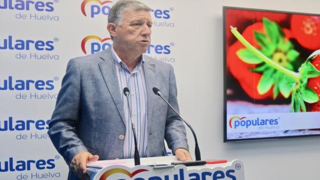 El senador del PP por la provincia de Huelva, Carmelo Romero.