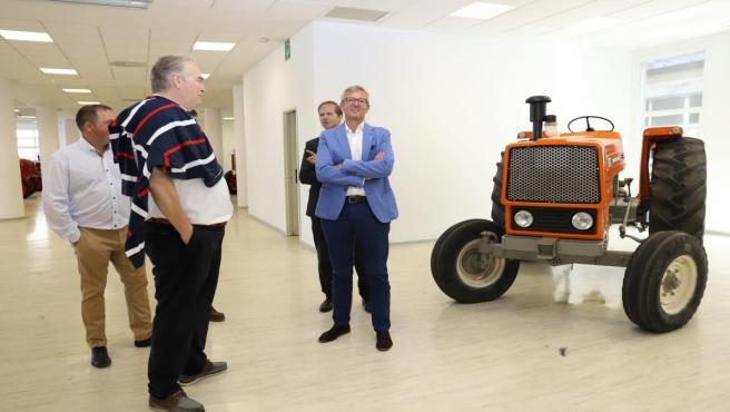 El vicepresidente de la Xunta, Alfonso Rueda, visita el edificio que albergará el futuro Museo do Campo e da Automoción Agrícola de Galicia