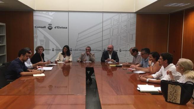 Reunión en el Consell de Ibiza con el vicepresidente del Govern, Juan Pedro Yllanes.