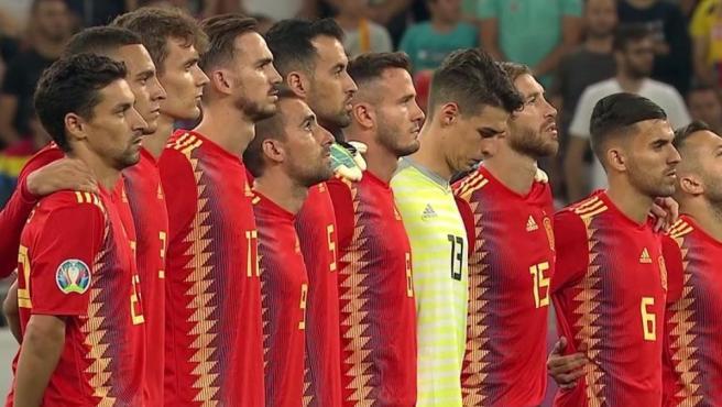 Los jugadores españoles guardan un minuto de silencio por Xana, la hija de Luis Enrique.