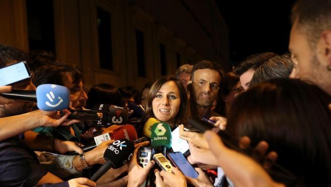 La portavoz adjunta de Unidas Podemos, Ione Belarra, atiende a la prensa tras la primera reunión, de más de cuatro horas de duración, que los equipos negociadores del PSOE y de Unidas Podemos han celebrado.