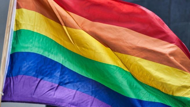 Una bandera arcoíris, representación del colectivo LGTBI.