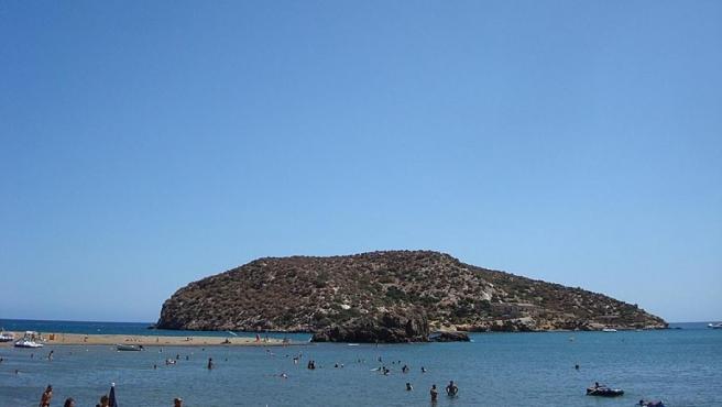 Isla de Adentro, frente a la costa de Mazarrón.
