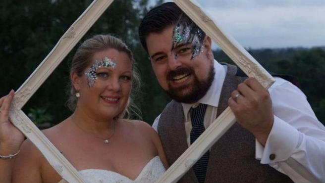 Shaun May y su esposa, el día de su boda.