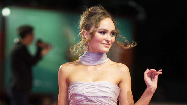 """Lily-Rose, la hija de Johnny Depp, también brilla como """"princesa"""" de cine"""