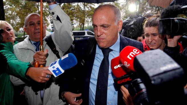 Javier Tebas, antes de declarar como testigo en el juicio del presunto amaño del encuentro entre el Levante y el Zaragoza celebrado en mayo de 2011.