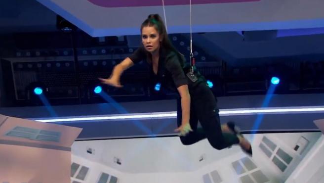 Cristina Pecdroche, colgada del techo de 'El hormiguero'.