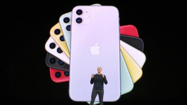 Tim Cook presenta el iPhone 11.