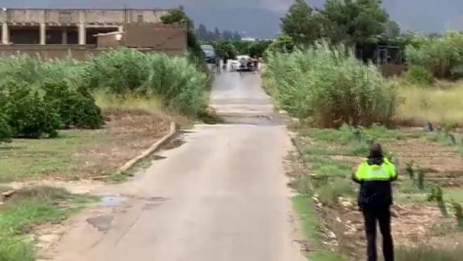 Un vecino graba cómo un pequeño riachuelo se convierte en una impresionante riada.