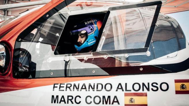 Fernando Alonso, al volante del Toyota Hilux durante la Lichtenburg 400.