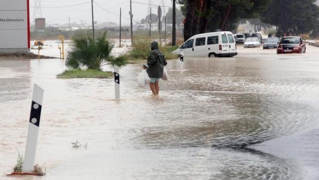 La entrada Norte de Orihuela por la N-340, cortada debido a las fuertes lluvias.