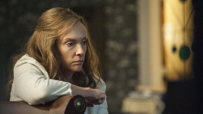 Toni Collette se une a Bradley Cooper y Cate Blanchett en lo nuevo de Guillermo del Toro