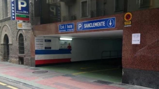 La multa por aparcar en un espacio señalizado como vado permanente asciende a 200 euros.