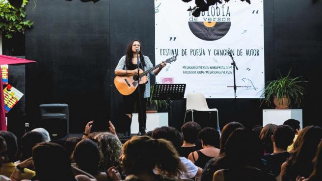 La cantan Titxu Vélez en un concierto en en la Casa Zorrilla de Valladolid en el marco del IV Mediodía de Versos.