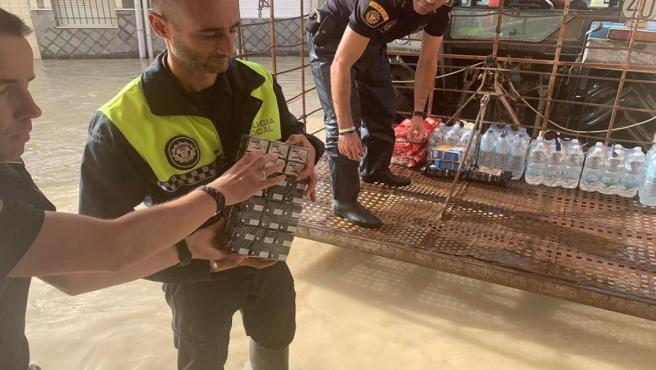 Reparto de suministros en Dolores (Alicante)