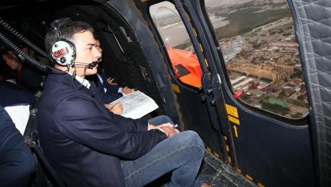 Pedro Sánchez, sobrevolando Orihuela el sábado antes de visitar este lunes zonas afectadas por le DANA en Almería y Ciudad Real.