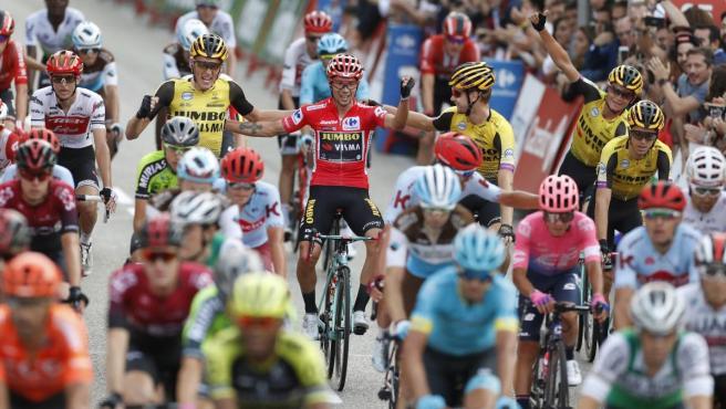 Primoz Roglic llega a Madrid con el maillot rojo de líder de La Vuelta.