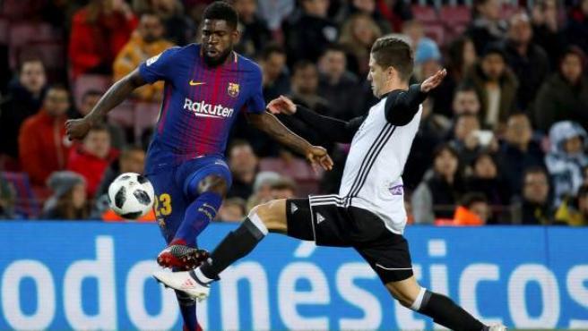 Samuel Umtiti en un partido de liga ante el Valencia