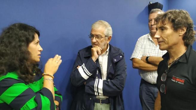 Pablo Ruiz Palacios (d) conversa con la consejera Beatriz Ballesteros en plena crisis por la gota fría de septiembre de 2019.