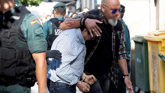 José Luis Abet Lafuente, autor confeso del triple asesinato de Valga, es llevado al juzgado.