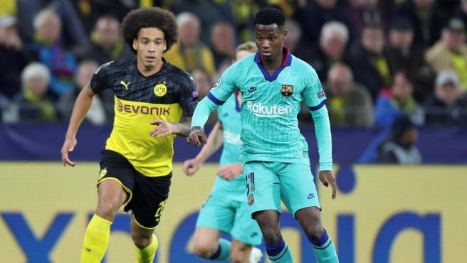 Ansu Fati y Axel Witsel en el Borussia Dortmund - Barça.