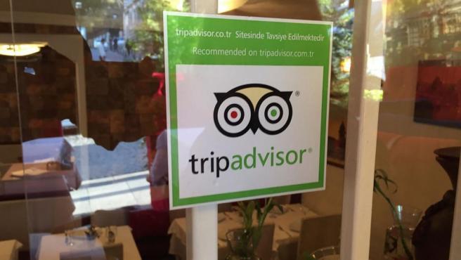 Sello de Tripadvisor en un establecimiento.