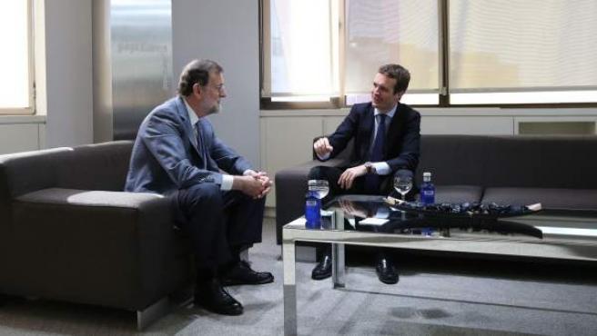 Mariano Rajoy y Pablo Casado, en una reunión.