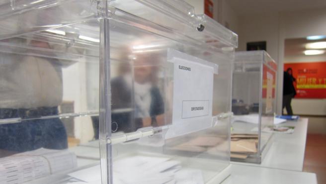Urnas en las elecciones generales.