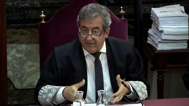 Imagen tomada de la señal institucional del Tribunal Supremo, del fiscal Javier Zaragoza, en el juicio del 'procés'.