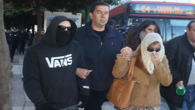 El Cuco y sus padres acuden al juzgado citados por falso testimonio, en una imagen de archivo
