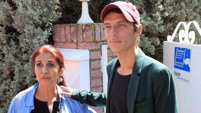 Camilo Blanes, hijo de Camilo Sesto, y su madre, Lourdes Ornelas.