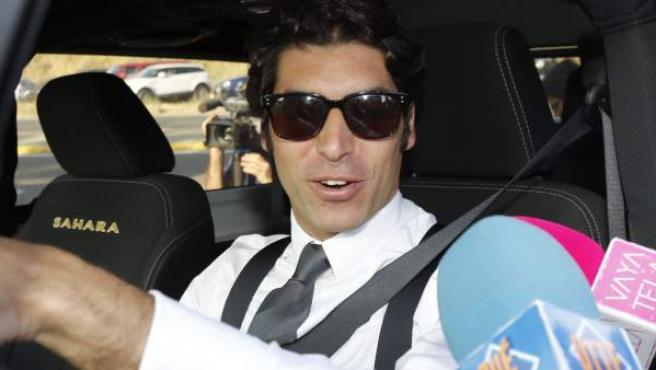 Cayetano Rivera Ordóñez, llegando a la boda de su hermano, Kiko Rivera Pantoja.