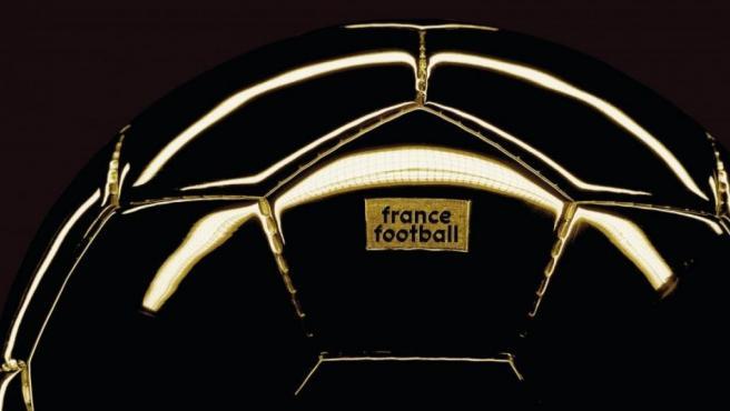El trofeo del Balón de Oro, que entrega 'France Football'.